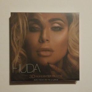 Huda 3D Highlighter Palette Pink Sands